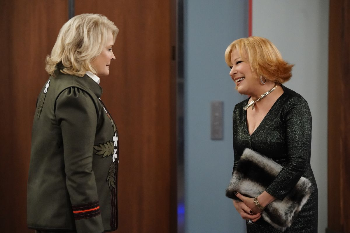"Candice Bergen, as Murphy Brown, and Bette Midler, as Caprice Feldmen, on a 2018 episode of ""Murphy Brown."""