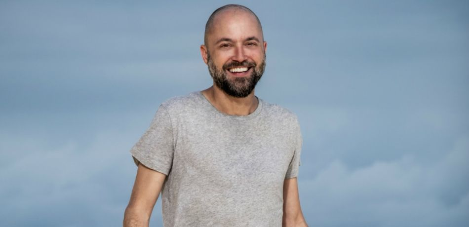 David Wright poses for photos on the beach for Survivor 38