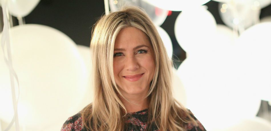 Jennifer Aniston Surprises A Nurse Sick With COVID-19